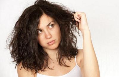 Biar Enggak Gampang Rusak, Begini Cara Merawat Rambut Keriting Agar mudah Diatur!