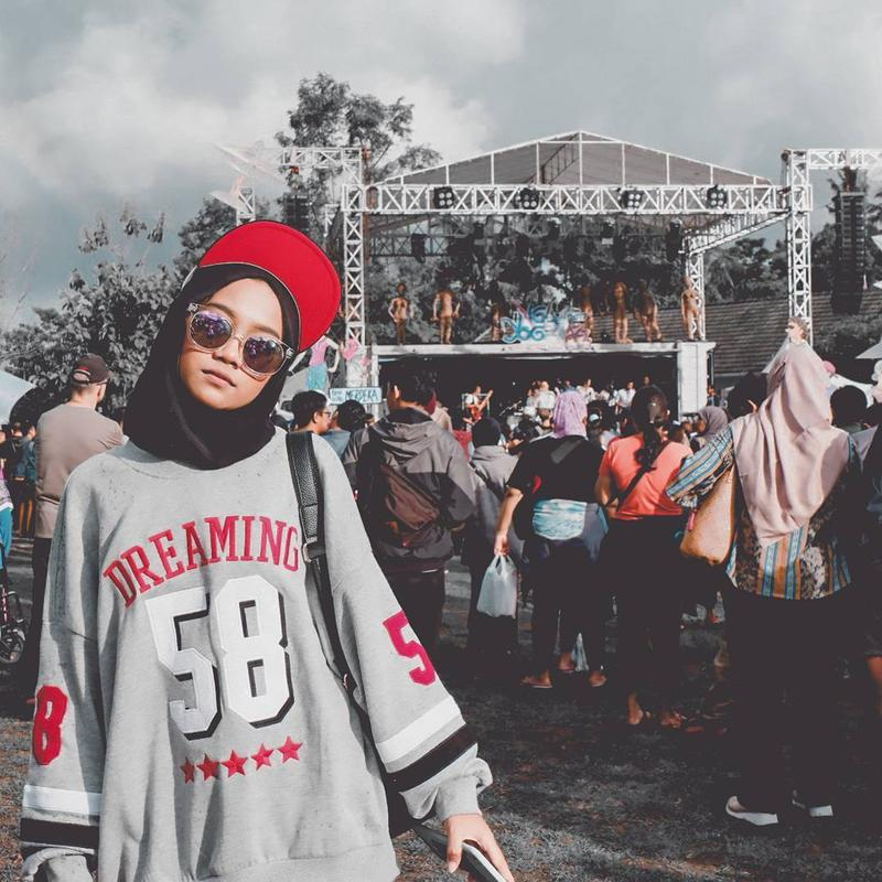 Lagi Naik Daun, Gaya Hijab Swag Ala Ayu Indonesian Idol 2018 Sehari-hari Ini Kece Abis!