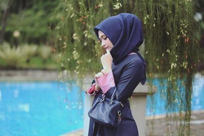 Inilah Warna Hijab Paling Populer Dipakai Para Hijabers untuk Sehari-hari Ala Shella Alaztha