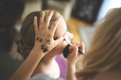 Langsung Dari Makeup Artist! Cara Pakai Concealer Ini Bikin Makeupmu Makin Flawless!