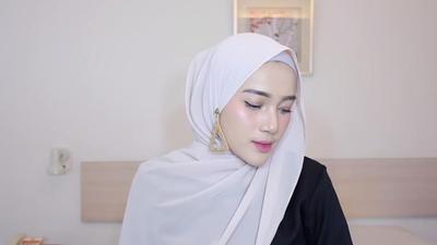 Anti Ribet! Hanya Perlu 5 Menit, 5 Style Hijab Ala Malaysian Berikut Bisa Kamu Tiru, Lho!