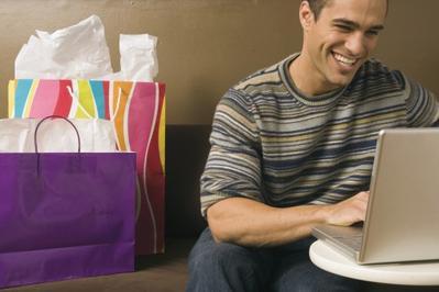 Fakta Mengejutkan! Pria Ternyata Lebih Fasih Belanja Online dari Wanita, Masa Sih?