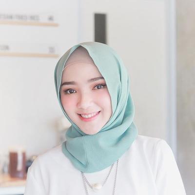 Dear, Apa Ya Merek Shampoo yang Bagus untuk Rambut Berhijab?? Rekomendasi pls..