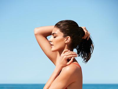 Cegah Kulit Belang dengan 5 Rekomendasi Sunblock untuk ke Pantai Ini!