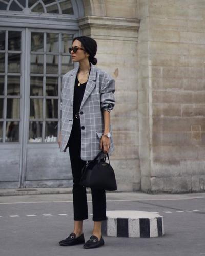 Enggak Pede Pakai Baju Ketat? Inspirasi Oversized Outfit Kekinian Berikut Ini Cocok untuk Kamu!