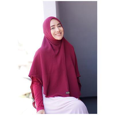 Biar Enggak Monoton, Ini Dia Warna Hijab Syar'i yang Wajib Banget Kamu Punya!