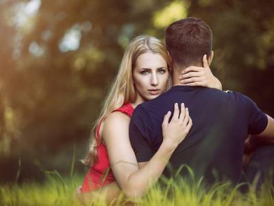 Waspada Orang Ketiga! Lakukan 4 Cara Ini untuk SIngkirkan Pengganggu Hubunganmu!