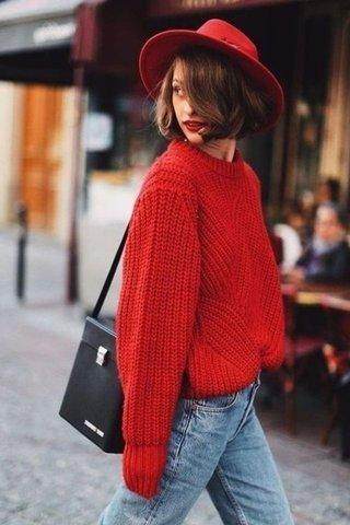 Sweater Merah & Celana Denim