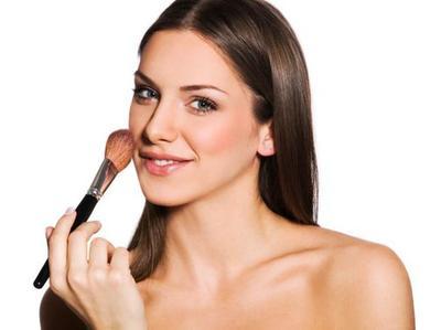 Taburkan Blush on dan Lipstik Favorit