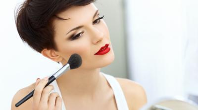 Ingin Pakai Lipstick Merah Tanpa Terlihat Menor? 5 Tips Ini Harus Kamu Lakukan Saat Memakainya