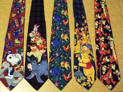 Dasi Dengan Motif Yang Terlalu Ramai