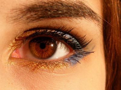 Nggak Susah Kok, Begini Cara Membuat Makeup Flawless dengan Pilihan Warna Concealer