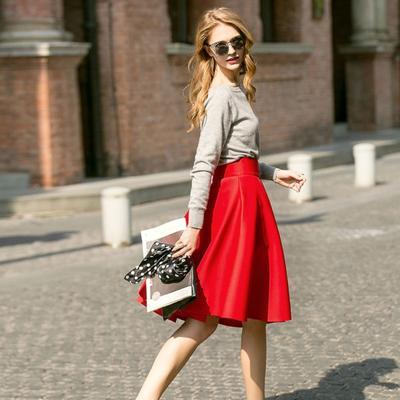 Tak Melulu Galak, Cara Ini Bisa Bikin Outfit Merah Kamu Terlihat Lebih Flattering