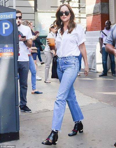 White Shirt, Boyfriend Jeans, and Ankle Boots for Casual Look