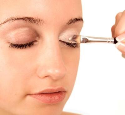 Biar Tak Cepat Luntur di Siang Hari, Trik Ini Bikin Make Up Kamu Jadi Tahan Lama Seharian