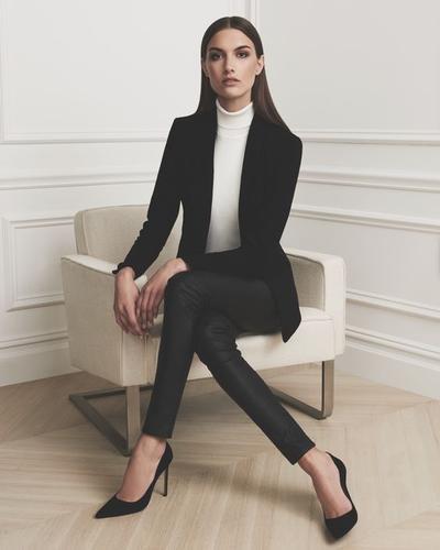 5 Fashion Item Ini Dapat Menyelamatkan Penampilan Kamu di Kantor