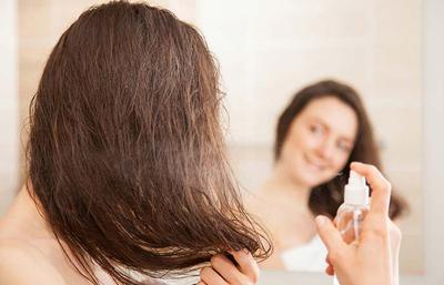 7 Cara Ini Buktikan Meluruskan Rambut Enggak Selalu Harus Pakai Catokan, Lho!