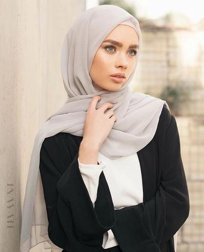 Anti Ribet, Style Hijab Tanpa Jarum Pentul Ini Wajib Kamu Coba