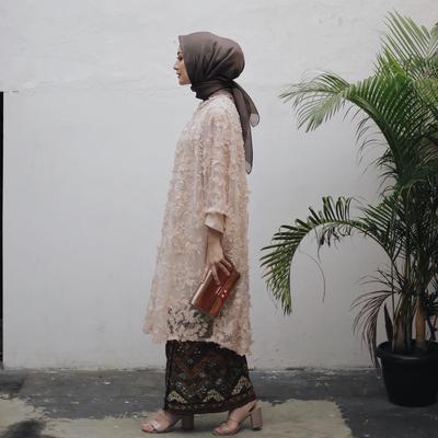Gaya Kebaya dan Gaun Para Selebgram Hijabers Ini Cocok untuk Jadi Outfit Kondangan Kamu