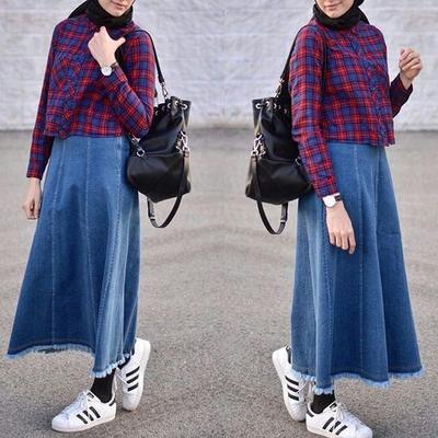 Saatnya Tampil Modis dengan Style Hijab Modern Menggunakan Padu Padan Outfit Denim Skirt