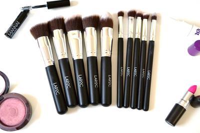 Dear MUA, Yuk Jaga Makeup Tools Kamu Tetap Steril dengan Cara Ini!