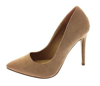 Berencana Cuci Sepatu di Weekend? Begini Tips Sesuai Jenis Sepatu yang Kamu Punya!