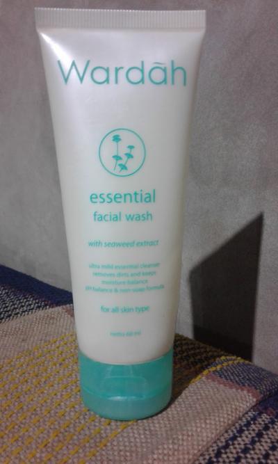 Inilah Panduan Memilih Varian Facial Wash Wardah Sesuai dengan Kulit Wajah Kamu!