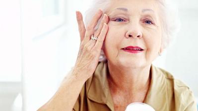 Pakai Anti-Aging Cream di Umur 20an, Perlu Gak, Ya? Ternyata Ini Jawabannya