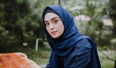 Wearable Banget, Ini Gaya Hijab Ala Vebby Palwinta yang Bisa Kamu Ikuti!