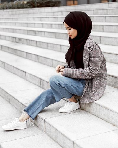 Blazer and Jeans for Casual Look