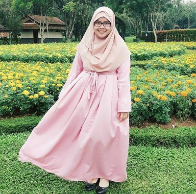 Tampil Feminim dengan Dress Pink