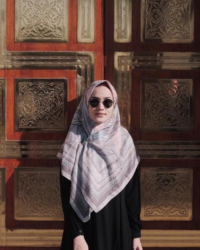 Biar Tetap Cantik dan Fresh, Ini Style Hijab Syar'i yang Lagi Populer Dipakai untuk Umroh