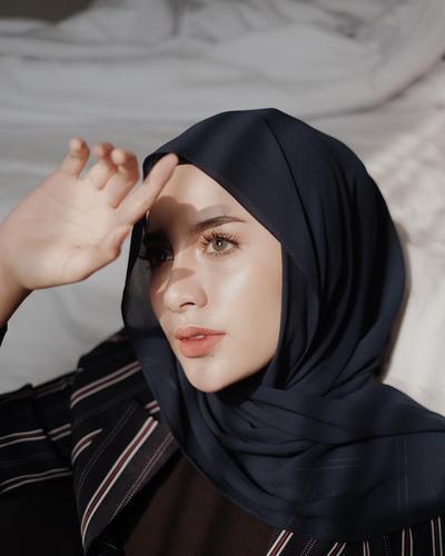 Sering Kamu Pakai, ternyata Begini Sejarah Munculnya Hijab Pashmina