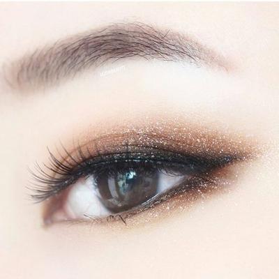 Menggambar Eyeliner di Kelopak Monolid Ternyata Mudah dengan 3 Tips dan Tutorial Ini!