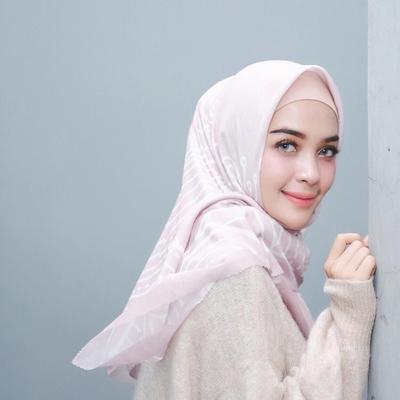 Foto-foto Ini Buktikan Hamidah Rachmayanti Sudah Cantik Tanpa Make Up Sejak Zaman Sekolah Dulu!