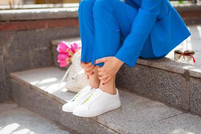 Mudah dan Murah, 9 Bahan Ini Jitu Banget Dipakai untuk Menghilangkan Bau Sepatu