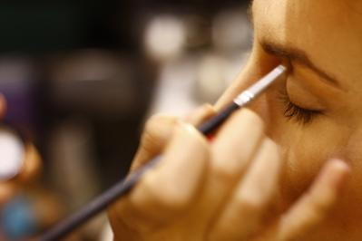 Mau Jadi Makeup Artist? Cek Dulu Suka Dukanya Berikut Ini!