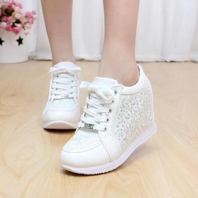 Pilih Sneakers Model Feminin