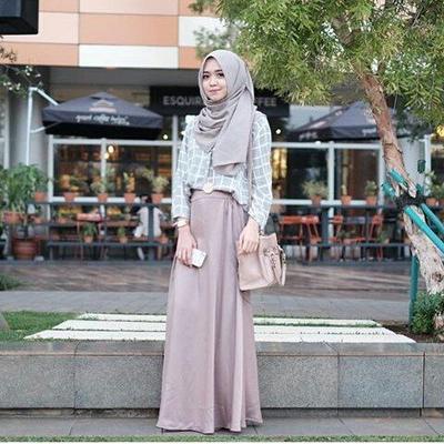 Ingin Ke Kampus dengan Hijab Menutup Dada? Ini Inspirasi Gaya Buat Kamu Tanpa Terkesan Dewasa
