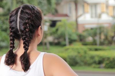 Enggak Hanya Bikin Rambut Makin Kece, Gaya Rambut Ini Bisa Sembunyikan Rambut Ekor Bebek yang Mengganggu!
