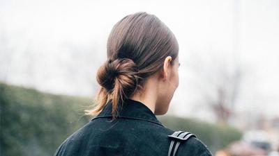 Agar Tidak Membosankan, Ikuti 4 Cara Mengikat Rambut Ini Saja!