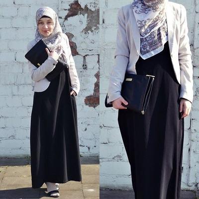 Formal dan Fashionable, Gaya Hijab Syar'i Ini Cocok Banget Dipakai Ke Kantor