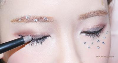 Bingung Menggunakan Eyeshadow Stick? Ternyata Begini Caranya!