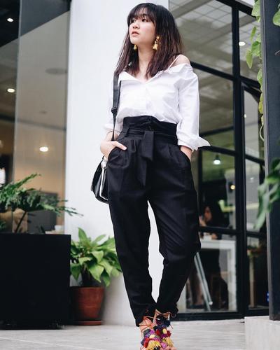 Simpel Dan Fashionable, Gaya Fashion Monochrome Ala Febby Rastanty Bisa Jadi Inspirasi
