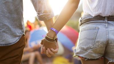 Susah Move On dari Cinta Pertama? Ternyata Ini Penyebabnya!
