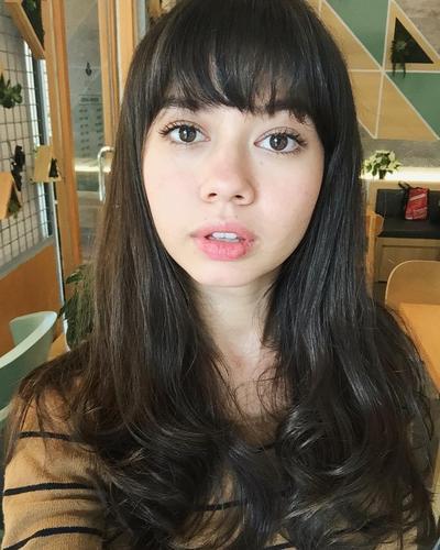 Supaya Terlihat Seksi dan Elegan, Ini Dia Rekomendasi Warna Lipstik untuk Bibir Tebal
