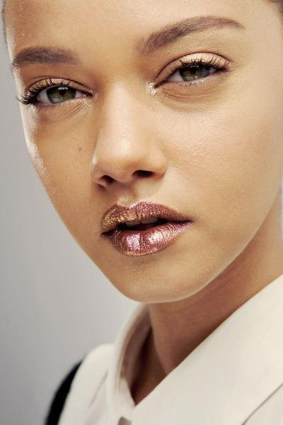 3. Gunakan Makeup Minimalis