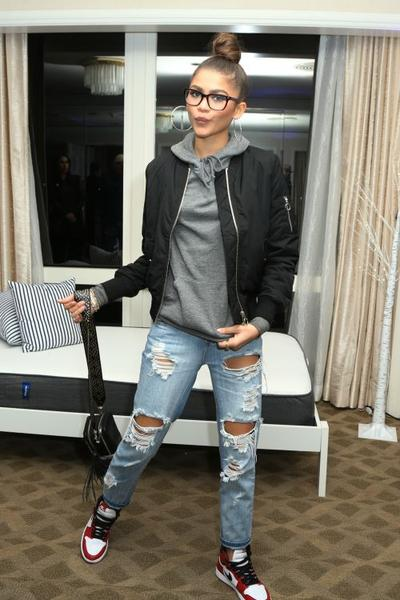 Ripped Jeans + Sporty Shoes = Perfect Combos!