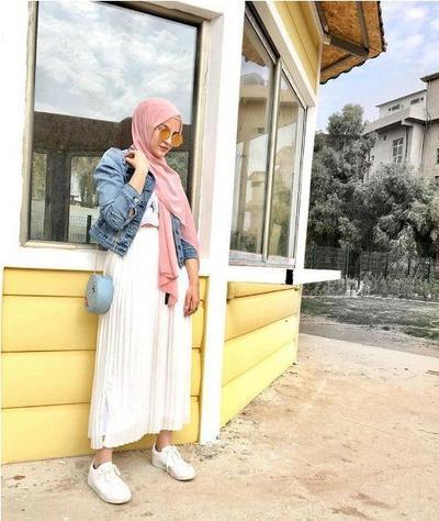 Pleated Skirt + Pink Pastel Hijab