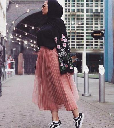 Add Some Floral Pattern on Your Look